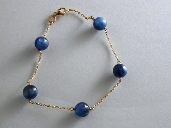 67087 - Kyanite & 18ct Yellow Gold Bracelet