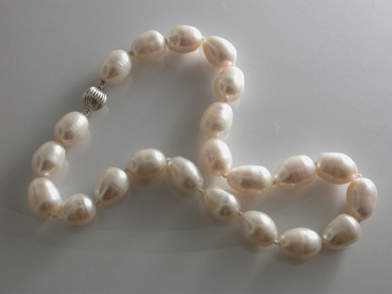 67250 - White Freshwater Cultured 'Storm' Pearls