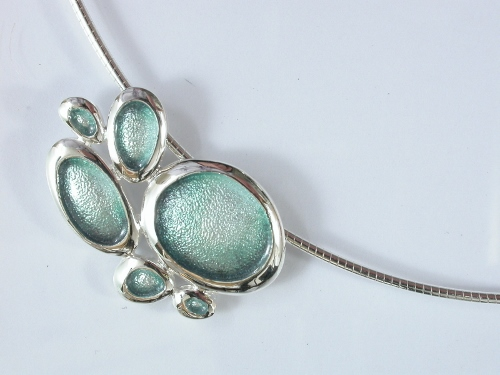 67762 - Sterling Silver Green Grey Shoreline Pebble Pendant on silver cable