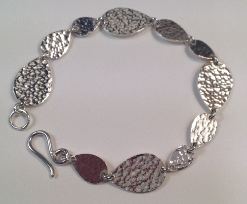68362 - Handmade hammered pear shape Bracelet in Sterling Silver