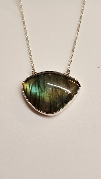 68736 - Handmade pendant set with Labradorite in Sterling Silver