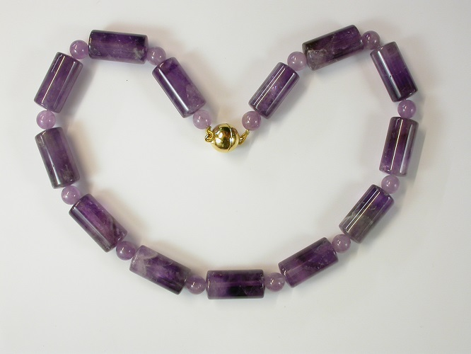 69147 - Amethyst Necklace on gold coloured magnetic clasp