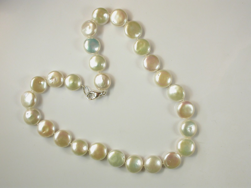 69573 - High lustre cultured coin Pearl necklace with silver fittings