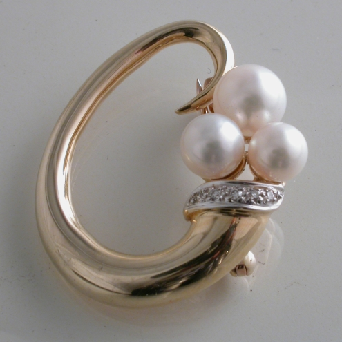64291 - 9ct Yellow Gold Pearl & Diamond set Brooch