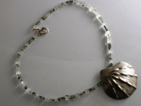 65316 - Moss Agate& Rock Crystal with Shell Centrepiece Necklet