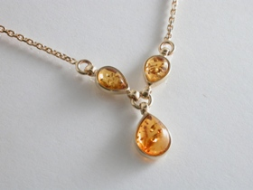 65753 - Peardrop Amber Pendant in 9ct Yellow Gold including chain