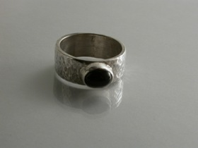 66822 - Handmade Ring in Sterling Silver set with Iolite