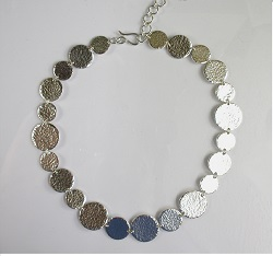 68031 - Handmade hammered circle necklace in Sterling Silver