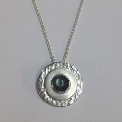 68421 - Handmade pendant set with Labradorite in Sterling Silver