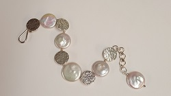 68553 - Handmade hammered silver Bracelet with Coin pearl highlights