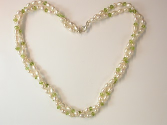 68662 - Peridot & Pearl Torsade with silver clasp