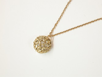 68697 - Basket pendant  on 9ct chain