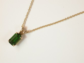 68698 - Chrome Green Tourmaline pendant & chain