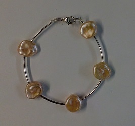 68729 - Naturally coloured Freshwater Coin Pearl Bracelet