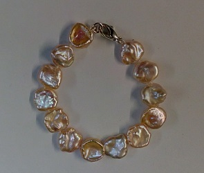 68731 - Naturally coloured Freshwater Coin Pearl Bracelet