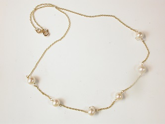 68895 - Cultured Pearl necklet in 9ct yellow gold