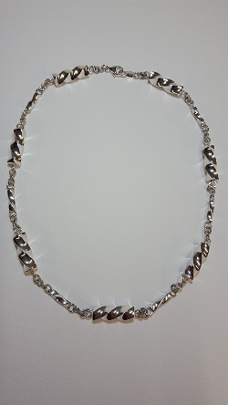 69118 - Handmade sterling silver twisted bar necklace