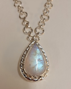 69214 - Handmade pendant set with Rainbow Moonstone in Sterling Silver
