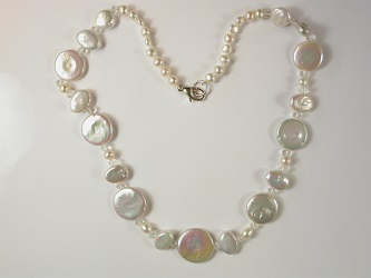 69243 - Freshwater Cultured Pearls with Rock Crystal highlights