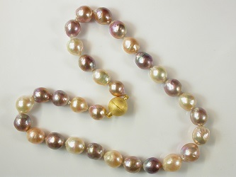 69582 - Naturally coloured Semi-Baroque cultured Pearl necklace with gold plated silver magnetic clasp