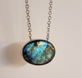 69685 - Handmade pendant set with Labradorite in Sterling Silver