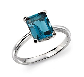 69913 - 'London'Blue Topaz ring in 9ct White Gold
