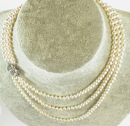 69973 - 3 Row Pearl Necklace with 18ct & Diamond Feature clasp