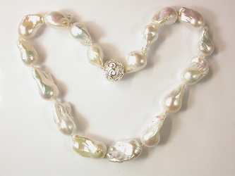 69985 - Exceptional Baroque Pearls on an magnetic clasp
