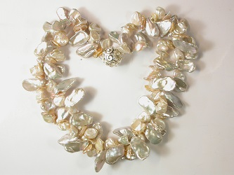 69995 - White/Apricot Keshi Pearl necklace on magnetic clasp