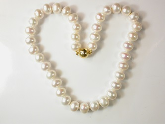 69998 - Beautiful near round Pearls on a gold plated magnetic clasp