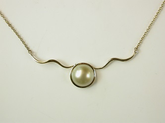 70170 - South Sea Pearl necklace in 9ct Yellow Gold