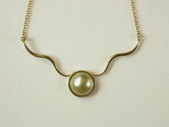 70172 - South Sea Pearl necklace in 9ct Yellow Gold
