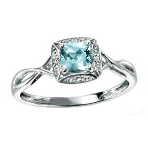 68853 - Beautiful Aquamarine & Diamond Ring in 9ct White Gold