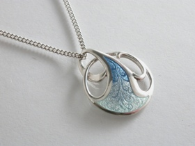 65464 - Art Nouveau Pendant in Blue/Green Enamel including chain