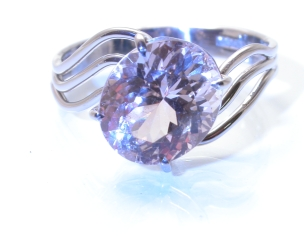 65732 - Beautifully Cut Peach Topaz 18ct White Gold Ring