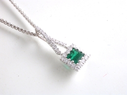 65542 - 18ct White Gold Emerald & Diamond Pendant & Chain